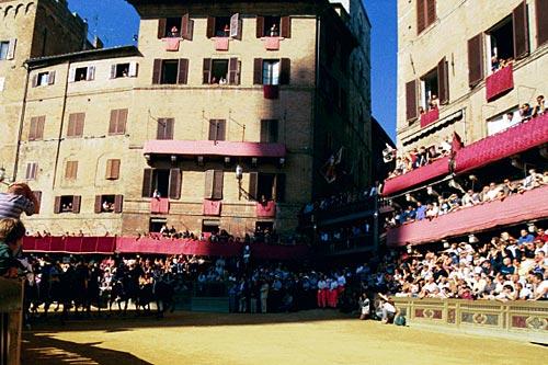 palio race02 Sienas Palio Horse Race