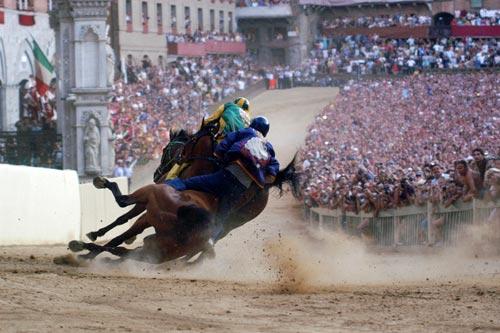 palio race03 Sienas Palio Horse Race