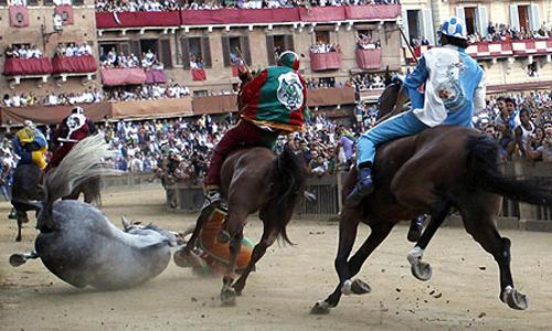 palio race04 Sienas Palio Horse Race