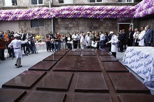 worlds-largest-chocolate08