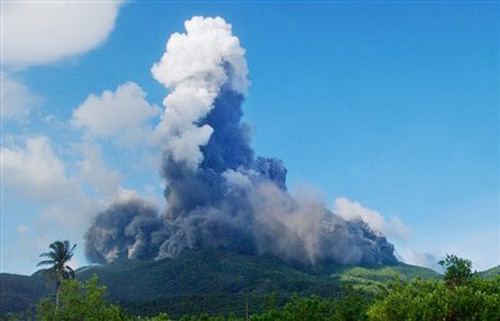 Mount Bulusan volcano05 Mount Bulusan volcano spews ash in Sorsogon province, central Philippines