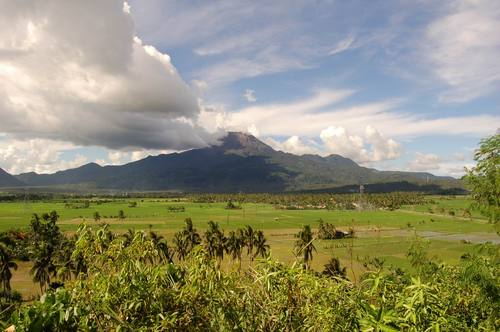 Mount Bulusan volcano day before02 Mount Bulusan volcano spews ash in Sorsogon province, central Philippines