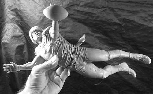 football player sculpture Delicate Sculptures Made From Special Material
