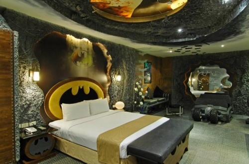 batman room01 500x331 Crazy Batman Room Design