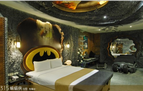 batman room02 500x320 Crazy Batman Room Design