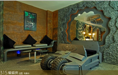 batman room03 500x320 Crazy Batman Room Design