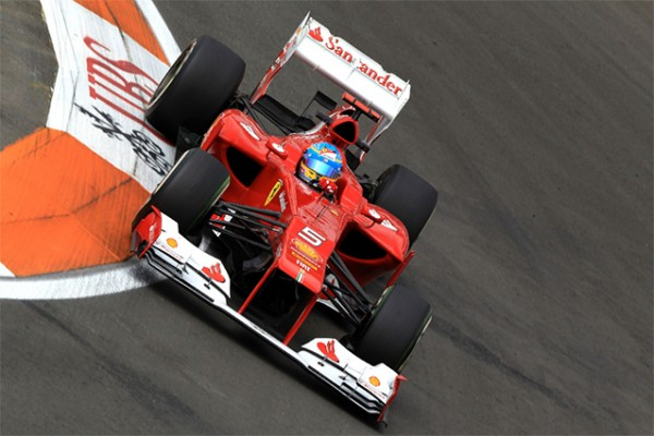fernando alonso01 600x400 Sebastian Vettel & Fernando Alonso for third F1 World Championship title