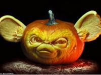 Creepy Halloween pumpkin decorations